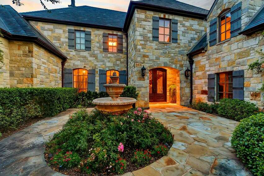 Pop star Selena Gomez is selling her Fort Worth mansion.
