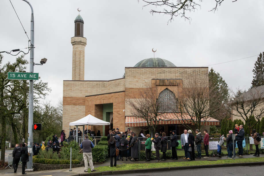People line up outside Idris Mosque to go through security before Mayor Ed Murray gives the State of the City address on Tuesday, Feb. 21, 2017. Photo: GRANT HINDSLEY, SEATTLEPI.COM / SEATTLEPI.COM