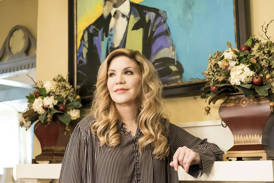 PHOTO MOVED IN ADVANCE AND NOT FOR USE - ONLINE OR IN PRINT - BEFORE FEB. 19, 2017. -- FILE -- Alison Krauss at her home, under a painting by her mother, in Nashville, Tenn., Feb. 10, 2017. Krauss brings her pop-inflected bluegrass sensibility to ÒWindy City,Ó a new album of lushly orchestrated country covers. The new album is her Capitol Records debut after a long relationship with Rounder Records. (Jake Giles Netter/The New York Times) Photo: JAKE GILES NETTER, NYT