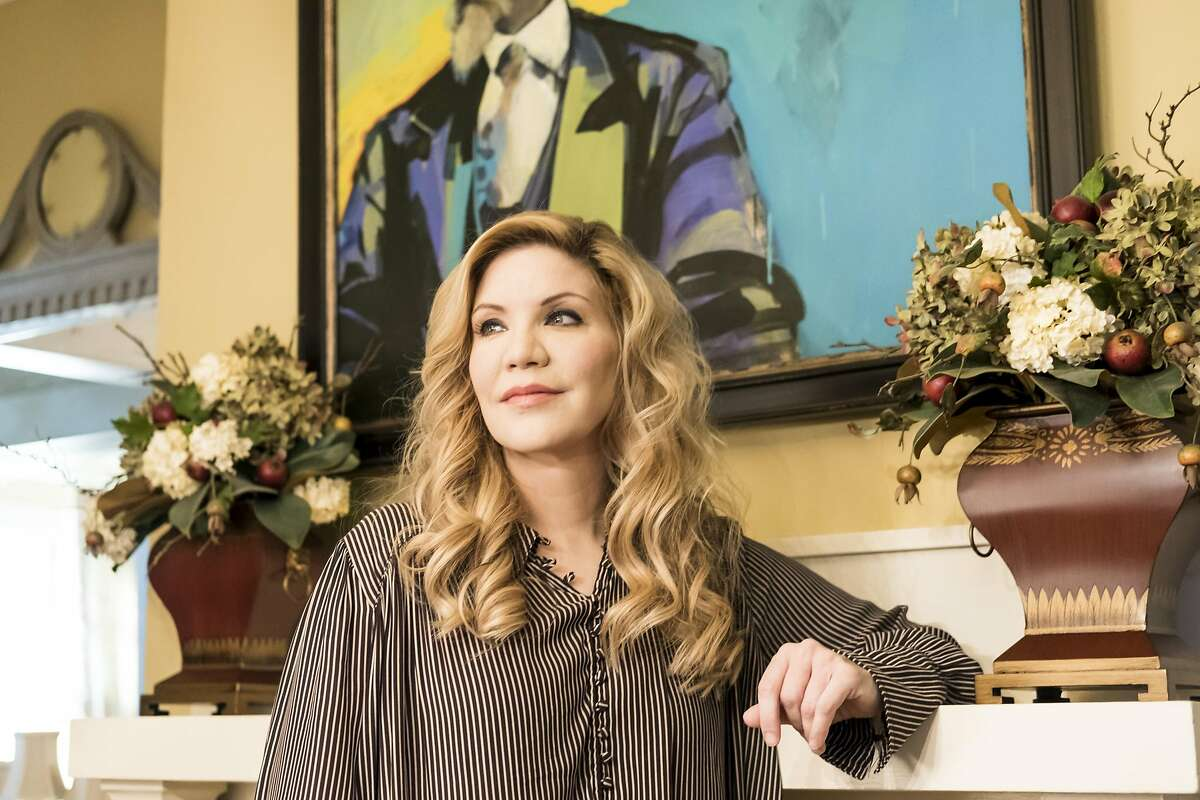 PHOTO MOVED IN ADVANCE AND NOT FOR USE - ONLINE OR IN PRINT - BEFORE FEB. 19, 2017. -- FILE -- Alison Krauss at her home, under a painting by her mother, in Nashville, Tenn., Feb. 10, 2017. Krauss brings her pop-inflected bluegrass sensibility to �Windy City,� a new album of lushly orchestrated country covers. The new album is her Capitol Records debut after a long relationship with Rounder Records. (Jake Giles Netter/The New York Times)