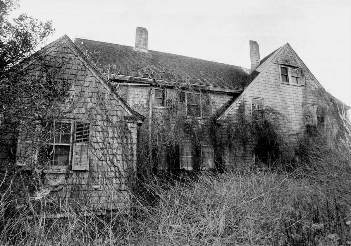 Edith Bouvier Beale, house in East Hampton, L.I. was ruled insanitary by authorities in the '70s.