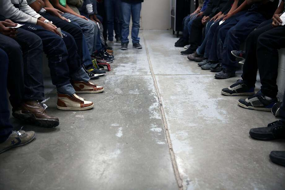 Immigrants caught trying to cross the border from Mexico are detained in McAllen, Texas, in 2014. Photo: TODD HEISLER, NYT