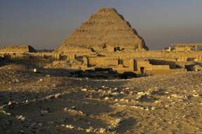 EGYPT - FEBRUARY 22: The stepped pyramid of Djoser (Zozer) at Saqqara, Memphis (UNESCO World Heritage List, 1979), Egypt. Egyptian civilisation, Old Kingdom, Dynasty III. (Photo by DeAgostini/Getty Images)