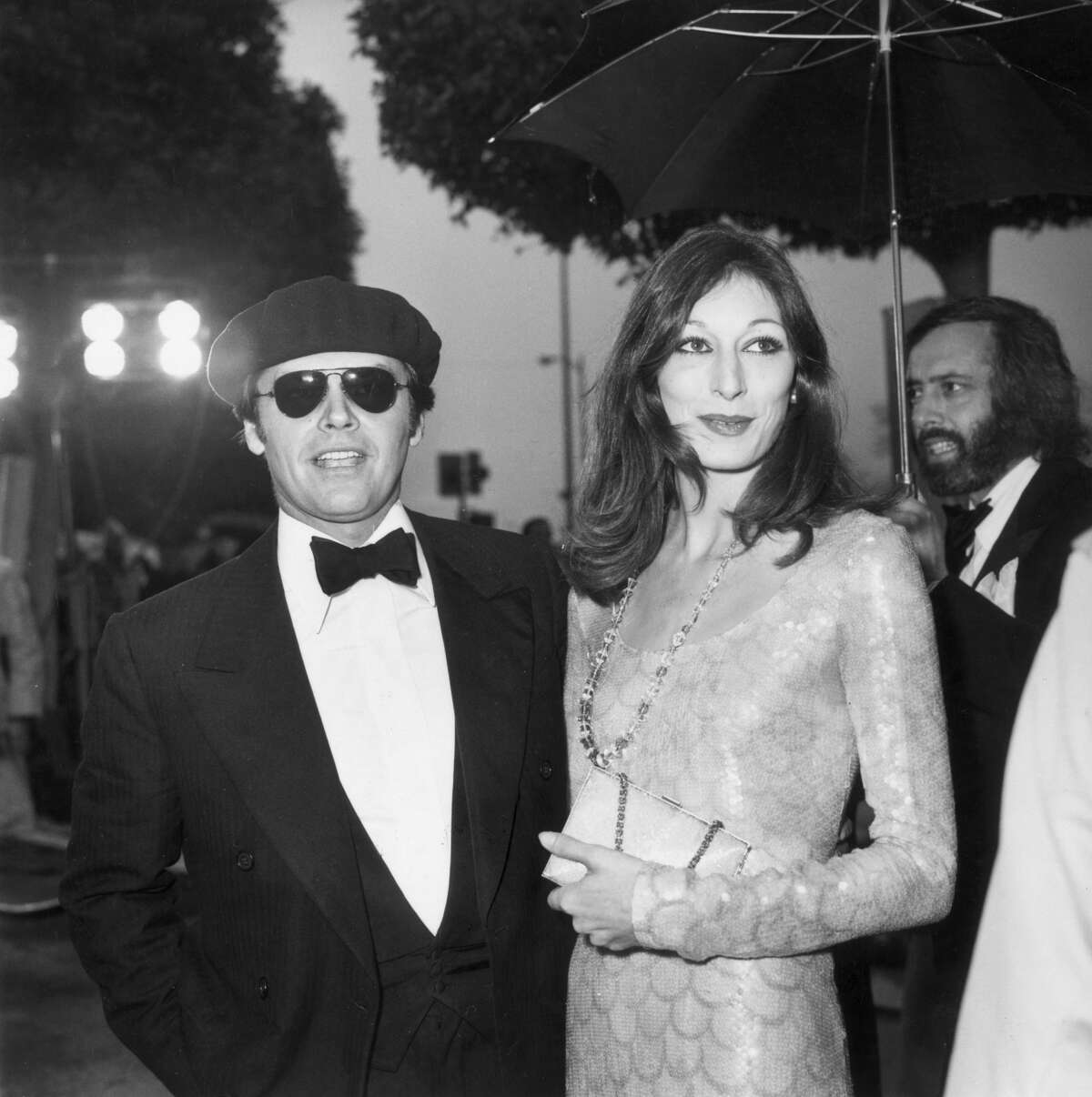 Jack Nicholson and Anjelica Huston arrive together at the Academy Awards onApril 8, 1975. They dated on-again, off-again until 1989.