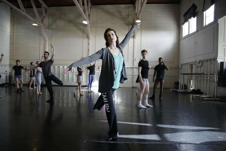 Smuin Ballet's artistic director, Celia Fushille gives a lesson to company dancers  on Thursday, February 16, 2017 in San Francisco, Calif. Photo: Lea Suzuki, The Chronicle