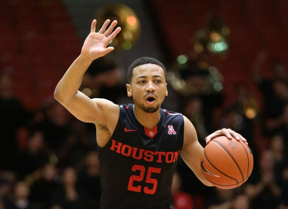 Houston Cougars guard Galen Robinson Jr. (25) communicates with teammates during the second half of the game Wednesday, Feb. 22, 2017, in Houston. ( Yi-Chin Lee / Houston Chronicle ) Photo: Yi-Chin Lee/Houston Chronicle