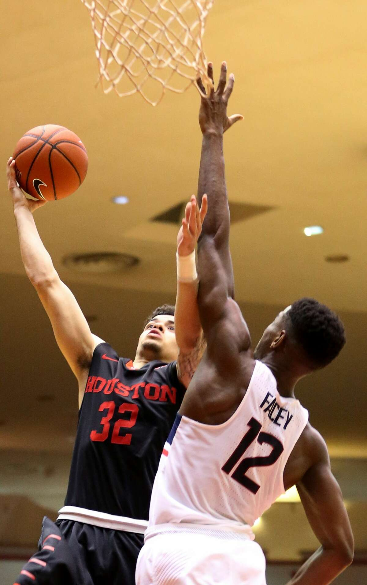 Houston Cougars guard Rob Gray (32) goes for the hoop while Connecticut Huskies forward Kentan Facey (12) is trying to block him during the second half of the game Wednesday, Feb. 22, 2017, in Houston. ( Yi-Chin Lee / Houston Chronicle )
