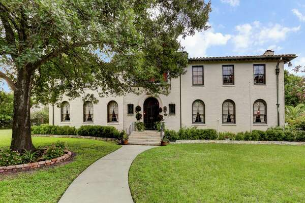 Built in the early 1930s, 2330 N. Braeswood Blvd. is on the market for $2,499,000. The home features four bedrooms with four full and two half bathrooms. ( HAR )