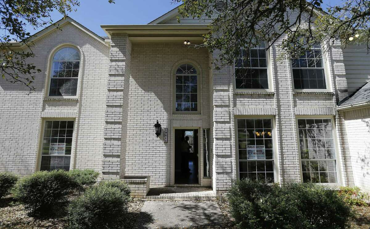 The front view of a home that was auctioned by the federal government on Thursday, Feb. 23, 2017 that belonged to the mother-in-law of former Coahuila gov. Humberto Moreira. The home Greystone home was sold to the highest bidder for $515,000. (Kin Man Hui/San Antonio Express-News)
