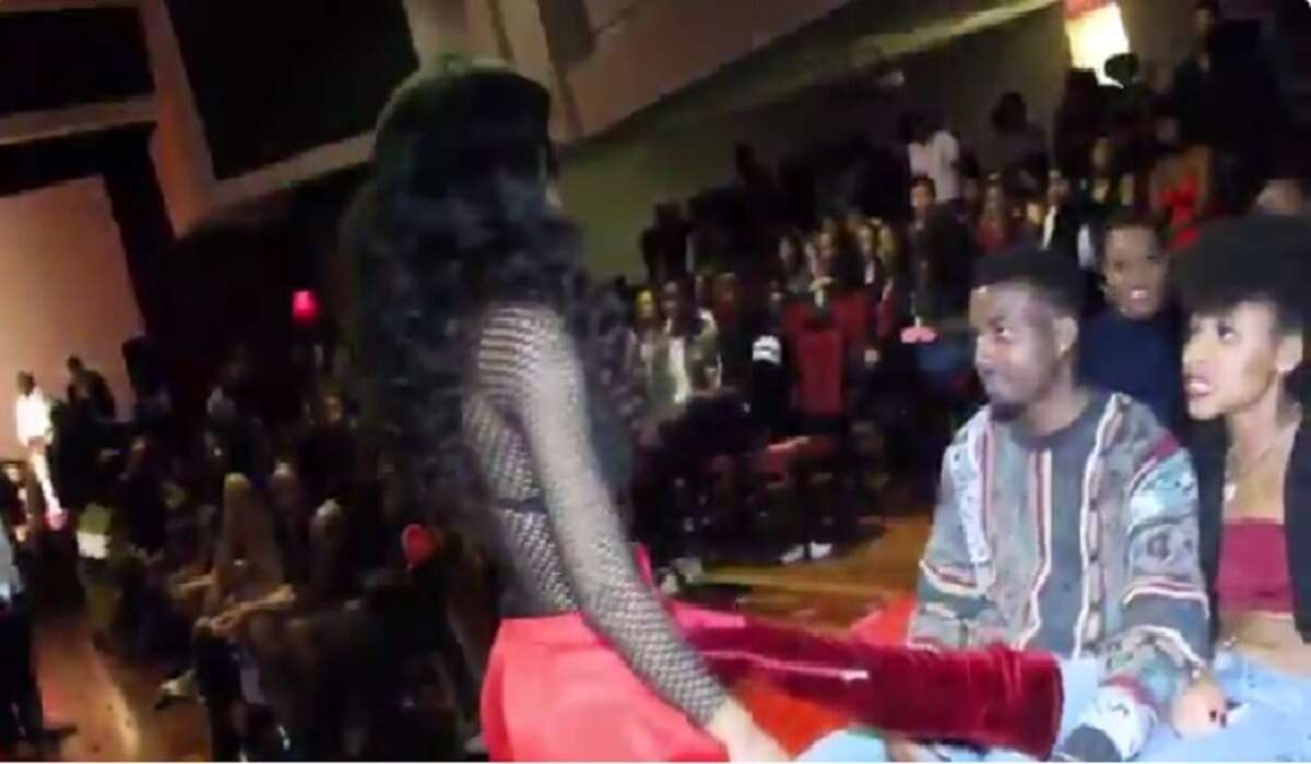 The Nigerian Student Association of the University of Houston recently held a charity date auction. When this girlfriend's boot fiercely blocked this girl from getting a bid.  Twitter user @MikeChosen1captured the entire shut down that now has the internet going crazy.Keep clicking for hysterical memes about #BootBae.