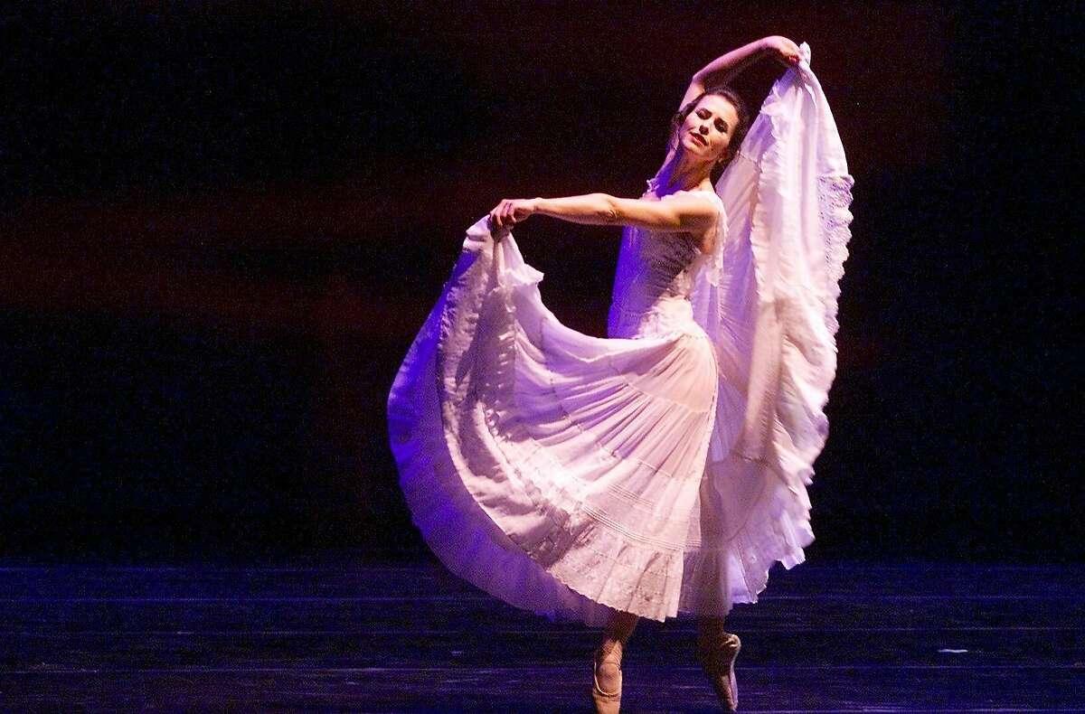 SMUIN11 2-C-06MAY01-DD-KL --- Celia Fushille-Burke dances 'Summertime