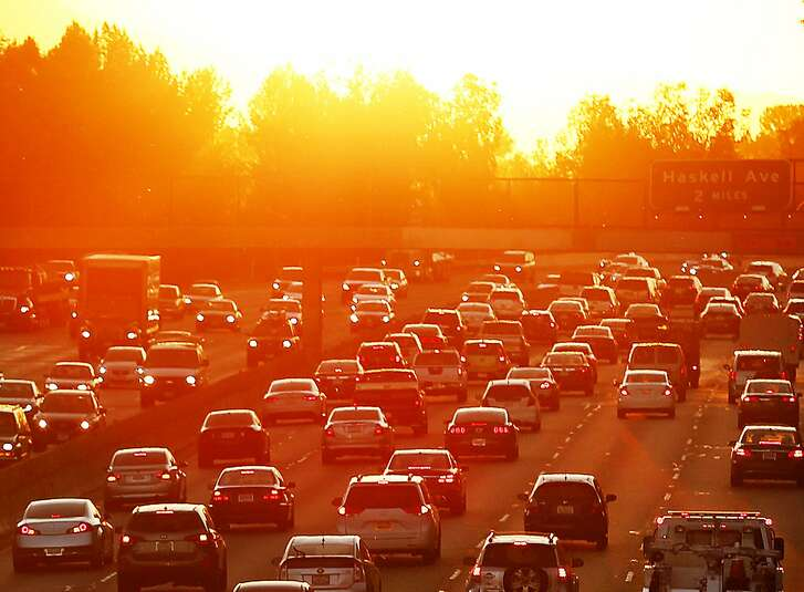 Traffic on the 101 Freeway in Los Angeles, Calif. backs up on March 27, 2015, the second day of a heat wave. As 2016 closes, it is expected to beat 2015 for the hottest year in recorded history. (Al Seib/Los Angeles Times/TNS)