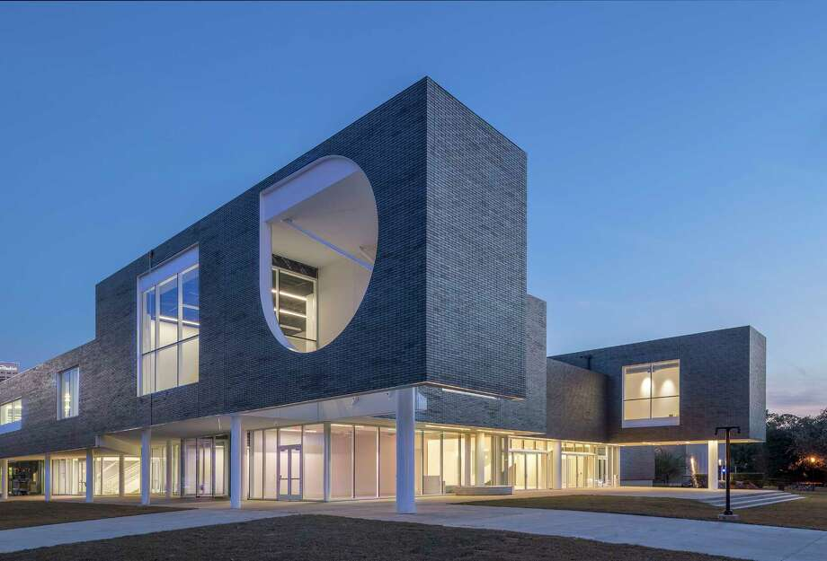 The exterior of Rice University's Moody Center for the Arts, designed by Michael Maltzan, has an upper facade of grey brick and a ground floor of glass. Photo: Nash Baker / © Nash Baker