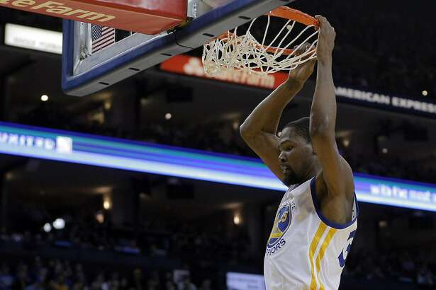 Kevin Durant (35) dunks in the first half as the Golden State Warriors played the Los Angeles Clippers at Oracle Arena in Oakland, Calif., on Thursday, February 23, 2017.
