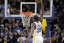 Kevin Durant (35) goes in for a dunk in the second half as the Golden State Warriors played the Los Angeles Clippers at Oracle Arena in Oakland, Calif., on Thursday, February 23, 2017.