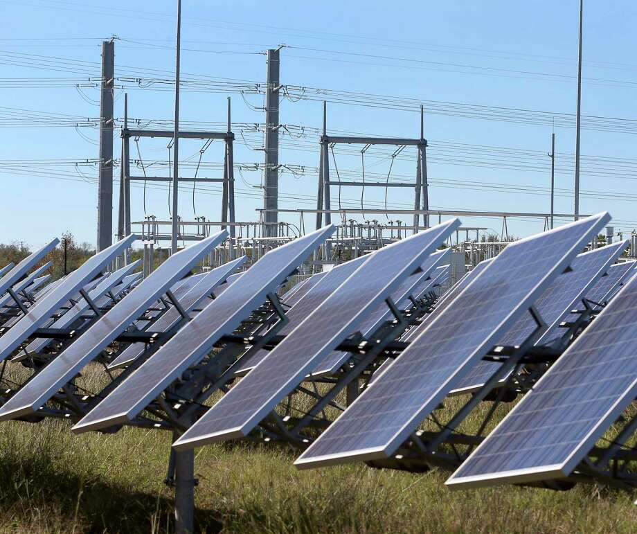 San Antonio now ranks No. 5 in the nation for solar energy capacity, according to a new report. Photo: William Luther, Staff / San Antonio Express-News / © 2016 San Antonio Express-News