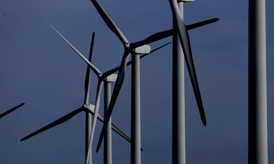 Texas wind hit a new generation record on Monday as steady winds through West Texas and the Panhandle kept the state's wind turbines spinning. Photo: Staff File Photo /San Antonio Express-News / ©San Antonio Express-News/John Davenport