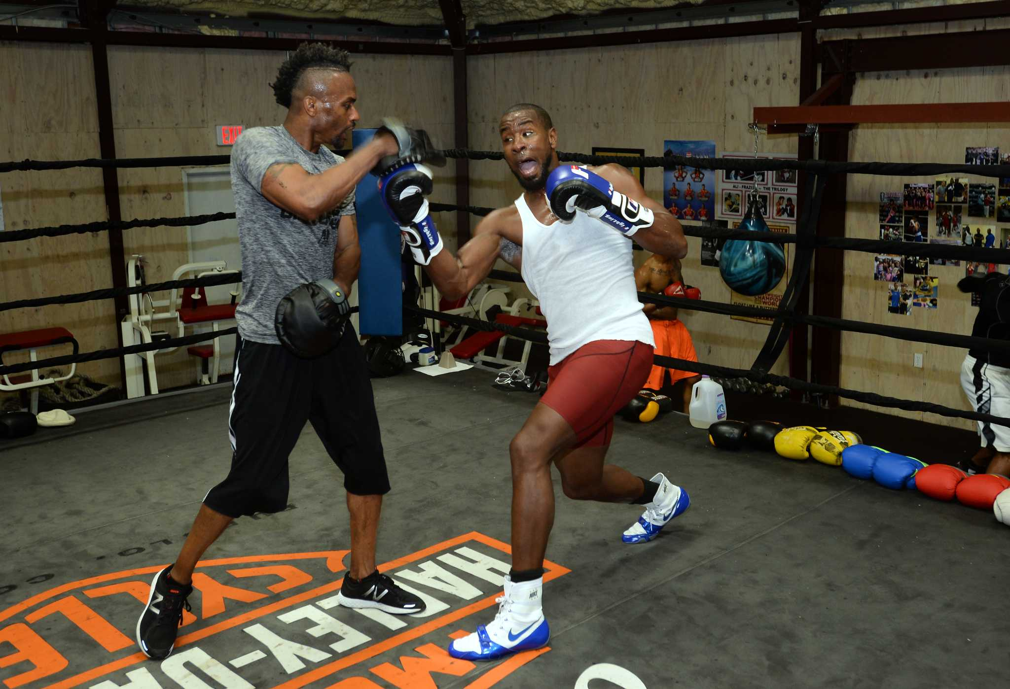 Alexis Texas Boxing beaumont's quanits graves fights for pro boxing championship