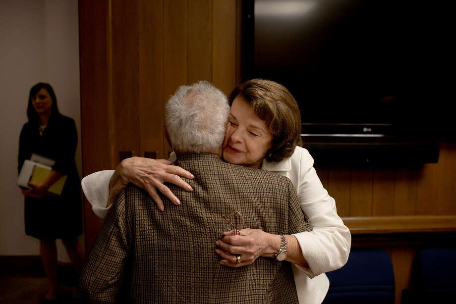 U.S. Senator Dianne Feinstein hugs David Perlman after she met with the editorial board at the San Francisco Chronicle in 2016. Photo: Tim Hussin, The Chronicle