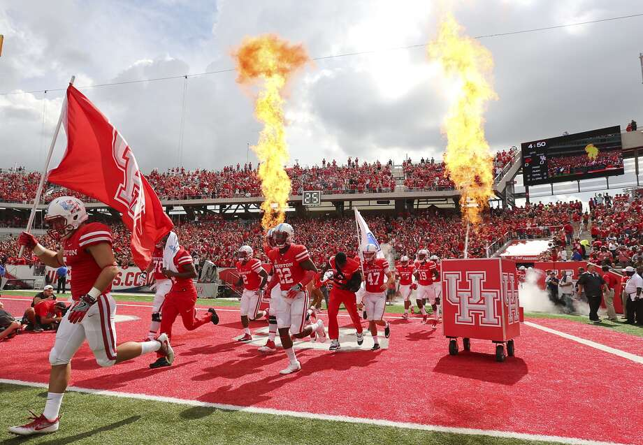 Biggest winners, losers of Texas college sportsThe Texas Tribune compiled data on the expenses and earnings of Texas college sports teams.Click through to see the top earners and and biggest financial losers of Texas college sports.