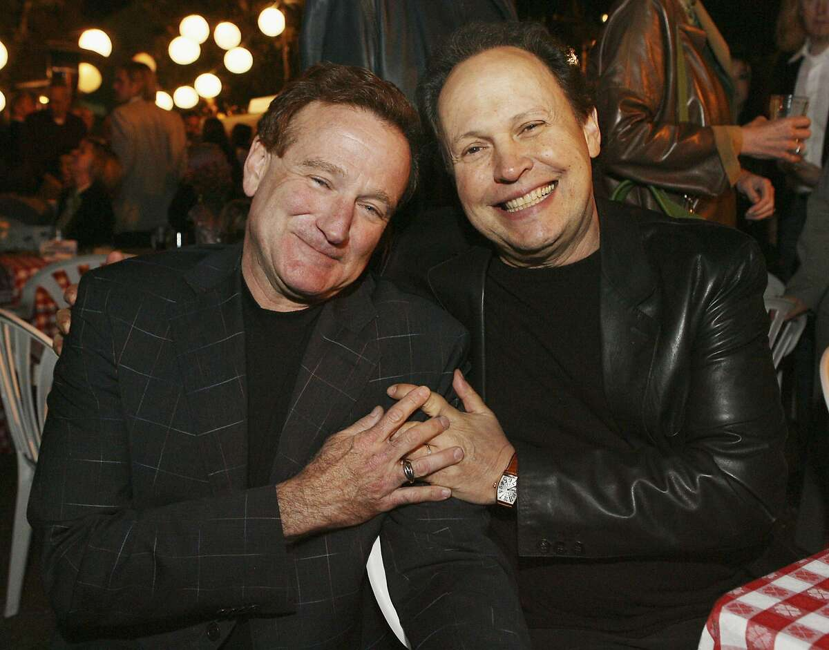 """Actors Robin Williams (L) and Billy Crystal pose at the afterparty for the premiere of Columbia Picture's """"RV"""" on April 23, 2006 in Los Angeles, California. (Photo by Kevin Winter/Getty Images)"""