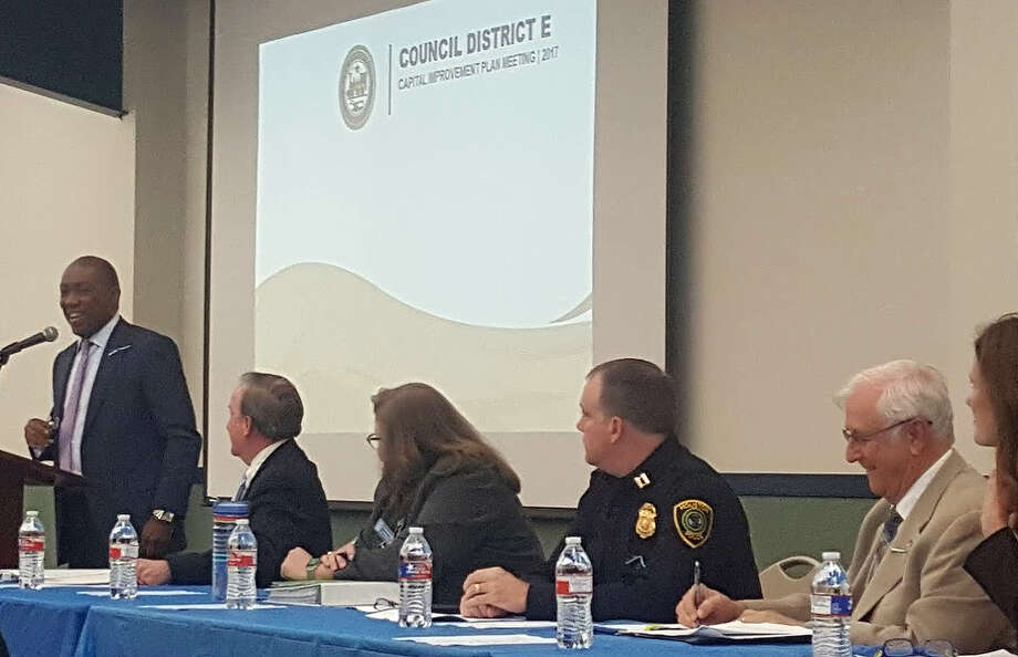 Mayor Sylvester Turner discusses the city's proposed pension plan during the 2017 Capital Improvement Plan meeting at the Kingwood Community Center Thursday, Feb. 23. From left to right: Houston Mayor Sylvester Turner, Councilmember Dave Martin, Carol Haddock with Public Works and Engineering, Captain Colin Weatherly with HPD-Kingwood Division, Stan Sarman with LHRA/TIRZ10, and  Sallie Alcorn with the Chief Resiliency Office. Photo: Melanie Feuk
