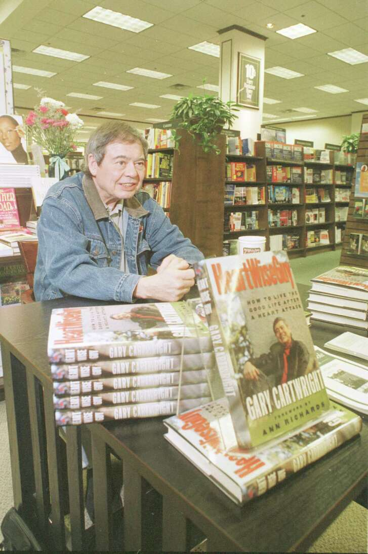 Gary Cartwright signs books at a Houston Barnes & Noble in 1998.