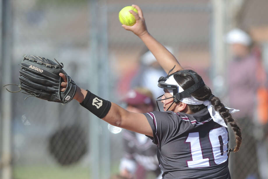 Lee's Emily Gonzalez pitches against Colorado City on Saturday, Feb. 25, 2017, at Freddie Ezell Softball Complex. James Durbin/Reporter-Telegram Photo: James Durbin
