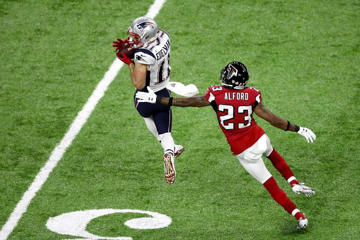 HOUSTON, TX - FEBRUARY 05: Julian Edelman #11 of the New England Patriots makes a catch ahead of Robert Alford #23 of the Atlanta Falcons during the third quarter during Super Bowl 51 at NRG Stadium on February 5, 2017 in Houston, Texas. (Photo by Ezra Shaw/Getty Images)