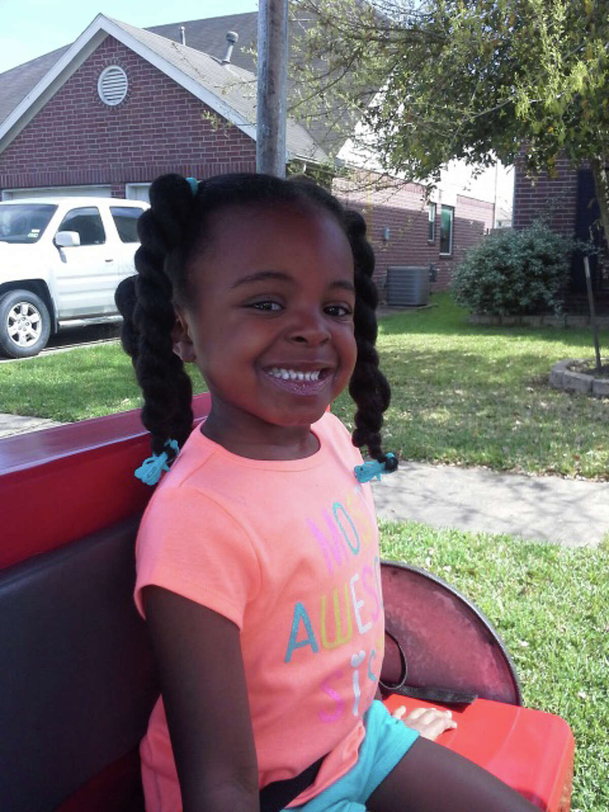 DeÂ?'Maree Adkins, 8-year old, was shot to death after car crash. Adkins and her mom, Latoyia Thomas were driving near the intersection of the Sam Houston Parkway feeder and Fuqua Street, when a speeding car hit their vehicle. The driver from the other vehicle jumped into another car and then started to shooting at ThomasÂ?' vehicle.