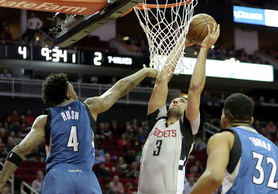 Houston Rockets forward Ryan Anderson (3) dunks the ball into the basket while Minnesota Timberwolves guard Brandon Rush (4) is trying to block him during the first quarter of the game at Toyota Center Saturday, Feb. 25, 2017, in Houston. Photo: Yi-Chin Lee, Houston Chronicle / © 2017  Houston Chronicle