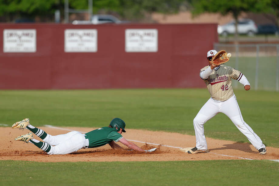 Riley Overstreet of Strake Jesuit nosedives back to first trying to beat the ball and Cinco Ranch first baseman Lee Thomas as the two teams faced off in District 19-6A at Cinco Ranch HS in Katy on April 1, 2016. Photo: Diana L. Porter, Freelance / © Diana L. Porter