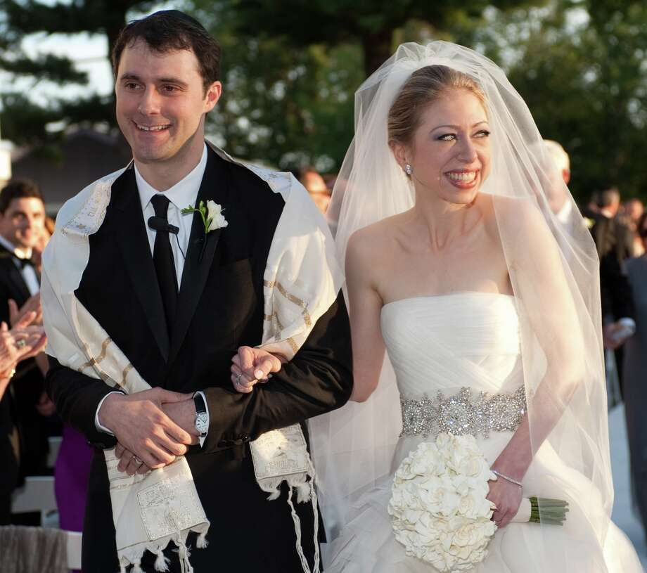 In this photo provided by Genevieve de Manio Photography, Chelsea Clinton and Marc Mezvinsky are seen during their wedding, Saturday, July 31, 2010 in Rhinebeck, N.Y.  Chelsea Clinton wed her longtime boyfriend under extraordinary security at an elegant Hudson River estate late Saturday. (AP Photo/Genevieve de Manio ) NO SALES Photo: Genevieve De Manio / Genevieve de Manio Photography