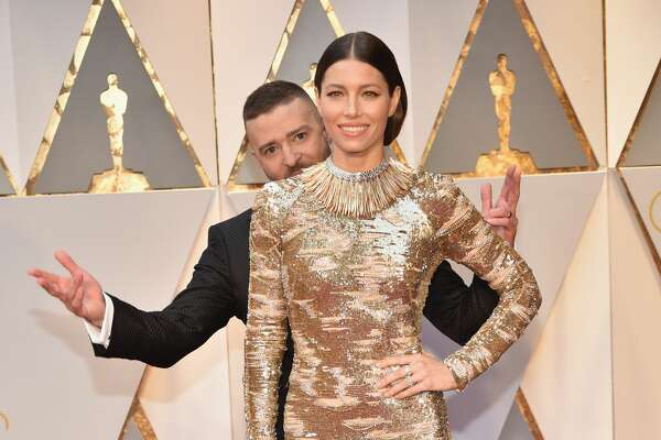 HOLLYWOOD, CA - FEBRUARY 26:  (L-R) Singer Justin Timberlake and actor Jessica Biel attend the 89th Annual Academy Awards at Hollywood & Highland Center on February 26, 2017 in Hollywood, California.  (Photo by Kevin Mazur/Getty Images)