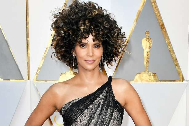 HOLLYWOOD, CA - FEBRUARY 26: Actor Halle Berry attends the 89th Annual Academy Awards at Hollywood & Highland Center on February 26, 2017 in Hollywood, California.  (Photo by Frazer Harrison/Getty Images)