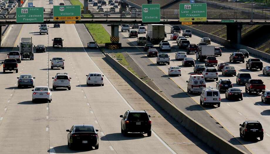 Traffic on Interstate 45, Interstate 69/U.S. 59 and Texas 288 converge south of Houston's central business district during afternoon rush hour on Feb. 23. Photo: Yi-Chin Lee, Houston Chronicle / © 2017  Houston Chronicle