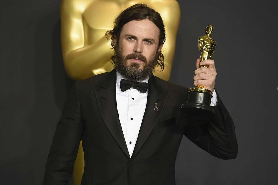 Casey Affleck with the award for best actor . Photo: Jordan Strauss, Associated Press