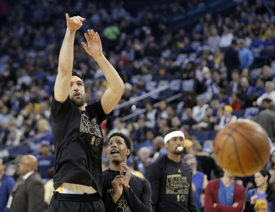 Zaza Pachulia (27) during warmups with Patrick McCaw (0) before the Golden State Warriors played the Los Angeles Clippers at Oracle Arena in Oakland, Calif., on Thursday, February 23, 2017. Photo: Carlos Avila Gonzalez, The Chronicle