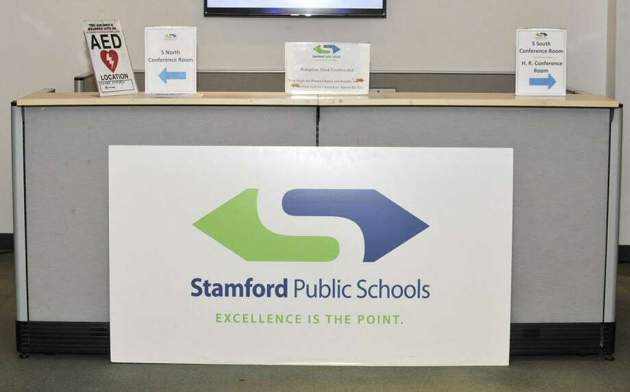 Stamford Public Schools sign Photo: Michael Cummo / Hearst Connecticut Media / Stamford Advocate