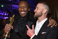 Actor Mahershala Ali (L) and singer/actor Justin Timberlake attend the 2017 Vanity Fair Oscar Party hosted by Graydon Carter at Wallis Annenberg Center for the Performing Arts on February 26, 2017 in Beverly Hills, California.