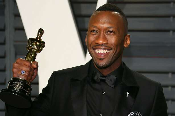 US actor Mahershala Ali, winner of the Best Supporting Actor award for 'Moonlight', poses with his Oscar as he arrives to the Vanity Fair Party following the 88th Academy Awards at The Wallis Annenberg Center for the Performing Arts in Beverly Hills, California, on February 26, 2017.  / AFP PHOTO / JEAN-BAPTISTE LACROIXJEAN-BAPTISTE LACROIX/AFP/Getty Images