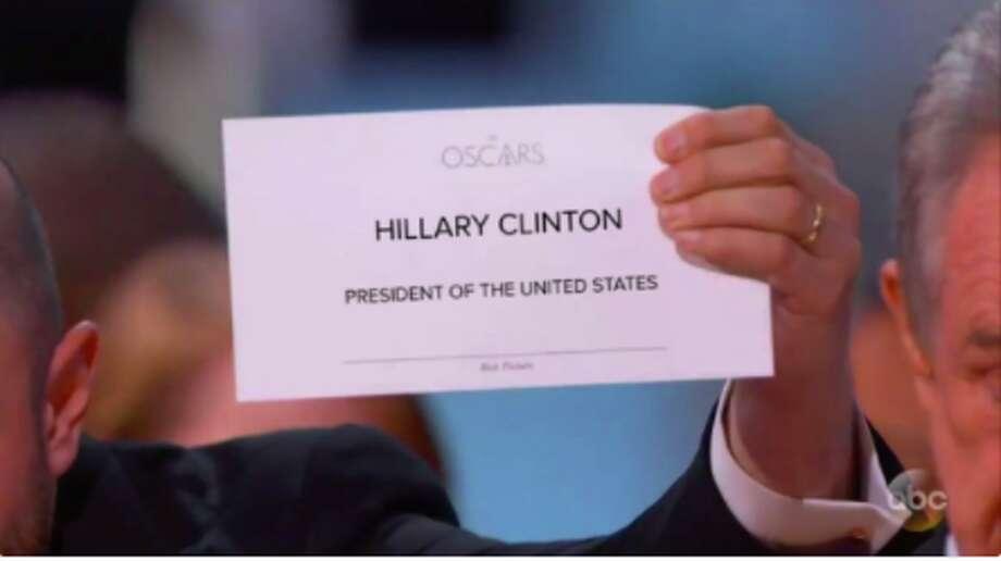 Oscars Best Picture Mishap Inspires Envelope Memes Sfgate