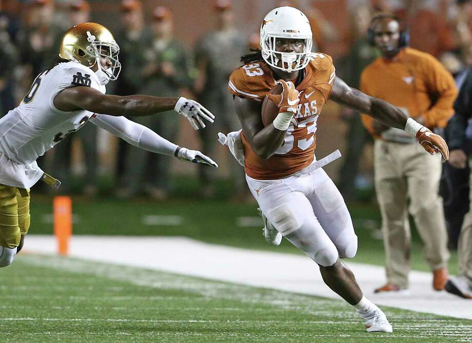 D'onto Foreman cruises down the sideline in the second half as Texas hosts Notre Dame at DKR Stadium on September 4, 2016. Photo: TOM REEL, STAFF / 2016 SAN ANTONIO EXPRESS-NEWS