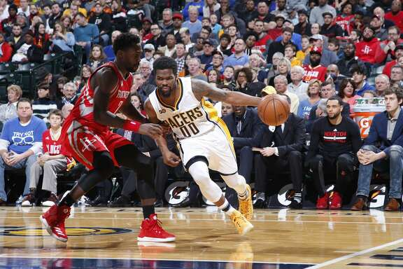 INDIANAPOLIS, IN - JANUARY 29: Aaron Brooks #00 of the Indiana Pacers handles the ball against the Houston Rockets during the game at Bankers Life Fieldhouse on January 29, 2017 in Indianapolis, Indiana. The Pacers defeated the Rockets 120-101. NOTE TO USER: User expressly acknowledges and agrees that, by downloading and or using the photograph, User is consenting to the terms and conditions of the Getty Images License Agreement. (Photo by Joe Robbins/Getty Images)