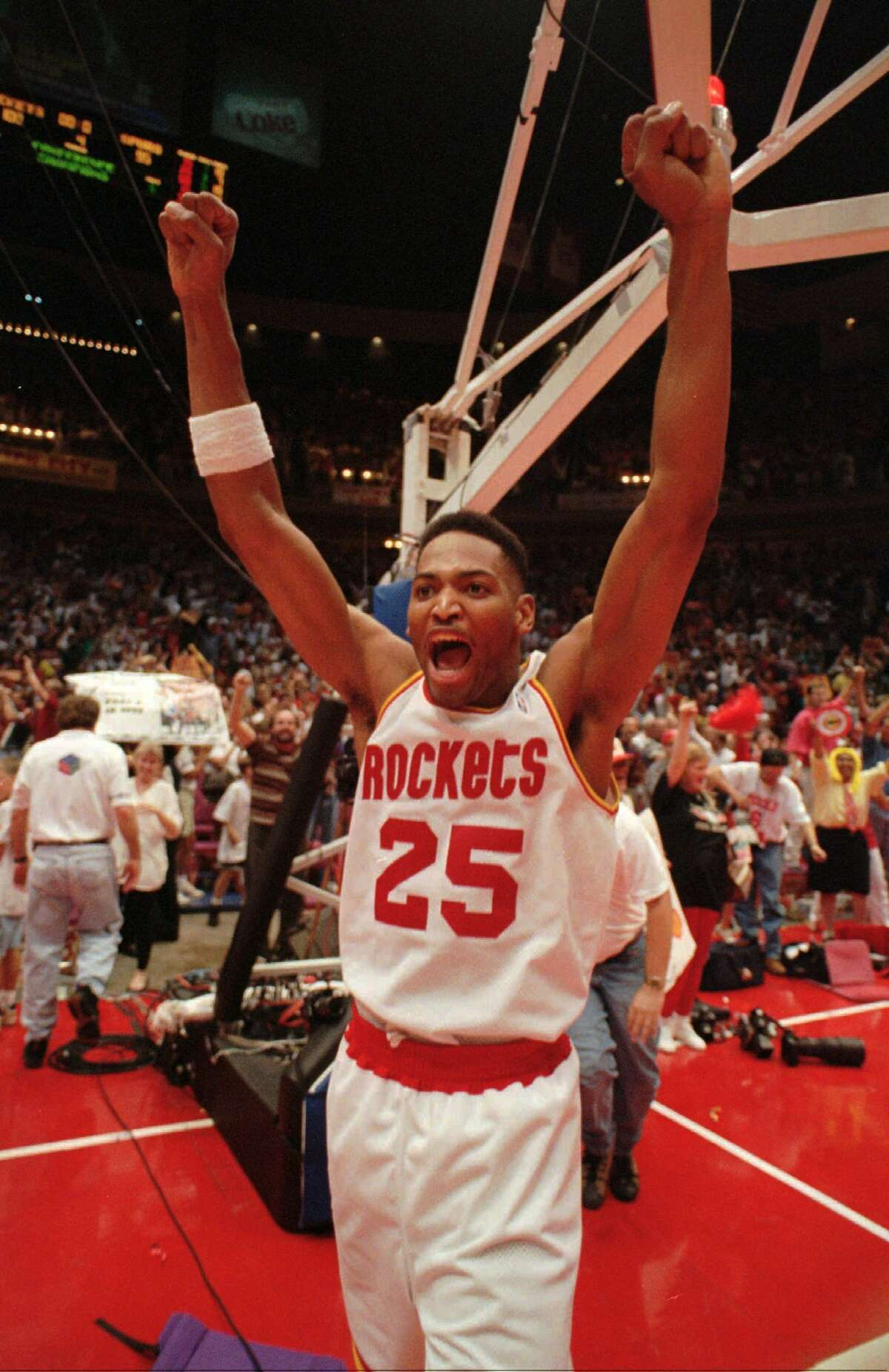 Robert Horry, 1994 This trade with comes with an asterisk. The Rockets traded Horry (with Matt Bullard and two second-round picks) to the Pistons for Sean Elliott. However, Elliott failed his physical because of a kidney condition, causing the trade to be called off. Horry came back to Houston and became more assertive on offense, giving the Rockets another shooter to complement Hakeem Olajuwon. It's hard to imagine the Rockets winning two titles without Horry's contributions. Sometimes, the best trade is one that doesn't go through.