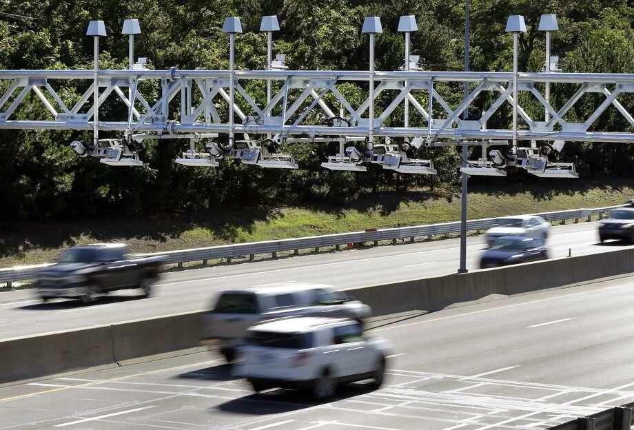 Cars pass under toll sensor gantries hanging over the Massachusetts Turnpike, Monday, Aug. 22, 2016, in Newton, Mass. Photo: AP Photo /Elise Amendola / AP / AP