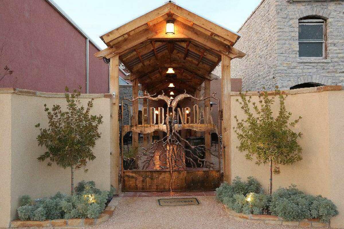 Entrance to Wedding Oak Winery