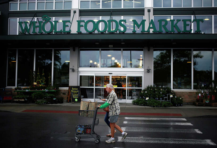 Shoppers push a cart past a Whole Foods Market Inc. store in Franklin, Tennessee, on April 30, 2016. MUST CREDIT: Bloomberg photo by Luke Sharrett. Photo: Luke Sharrett / © 2016 Bloomberg Finance LP