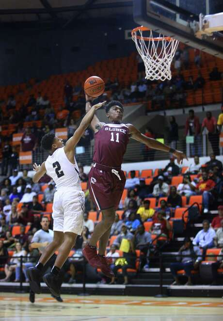 North Forest's Kardell Edwards, left, resorts to a foul to stop a dunk by Silsbee's Willie Jones. Photo: Mark Mulligan, Staff / © 2017 Houston Chronicle