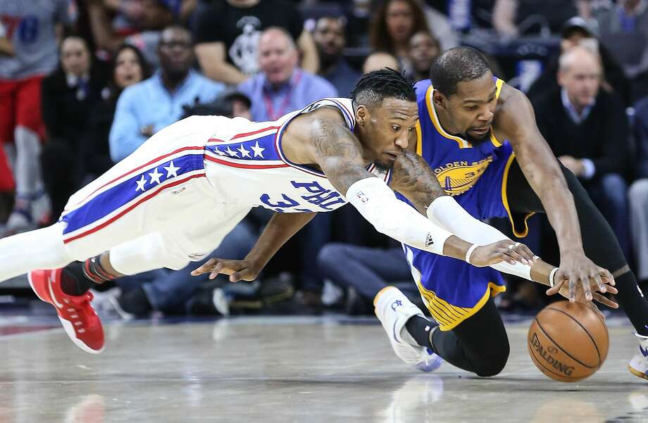 Philadelphia 76ers' Robert Covington scrambles with Golden State Warriors' Kevin Durant during the first quarter on Monday, Feb. 24, 2017 at the Wells Fargo Center in Philadelphia, Pa. (Steven M. Falk/Philadelphia Inquirer/TNS) Photo: Steven M. Falk, TNS